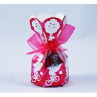 Žaisminga dovanų dėžutė su kaspinėliu