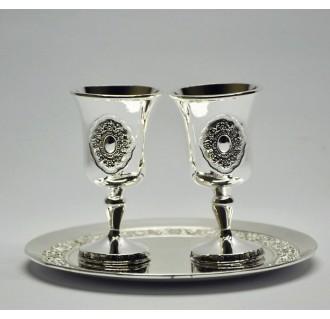 Pasidabruotos vestuvinės taurelės su lėkštute